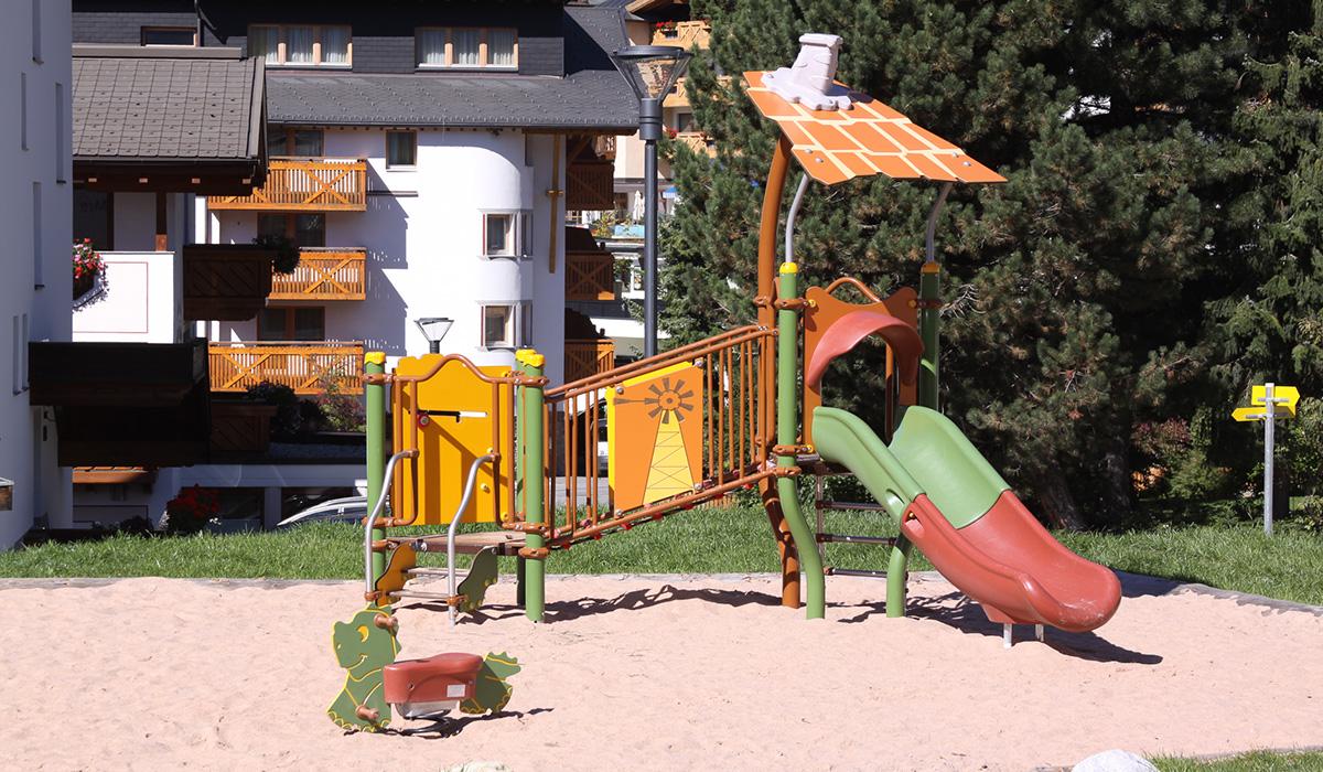 Durchdachte Metallspielgeräte, Spielplatzbauer Österreich © Spielort.at